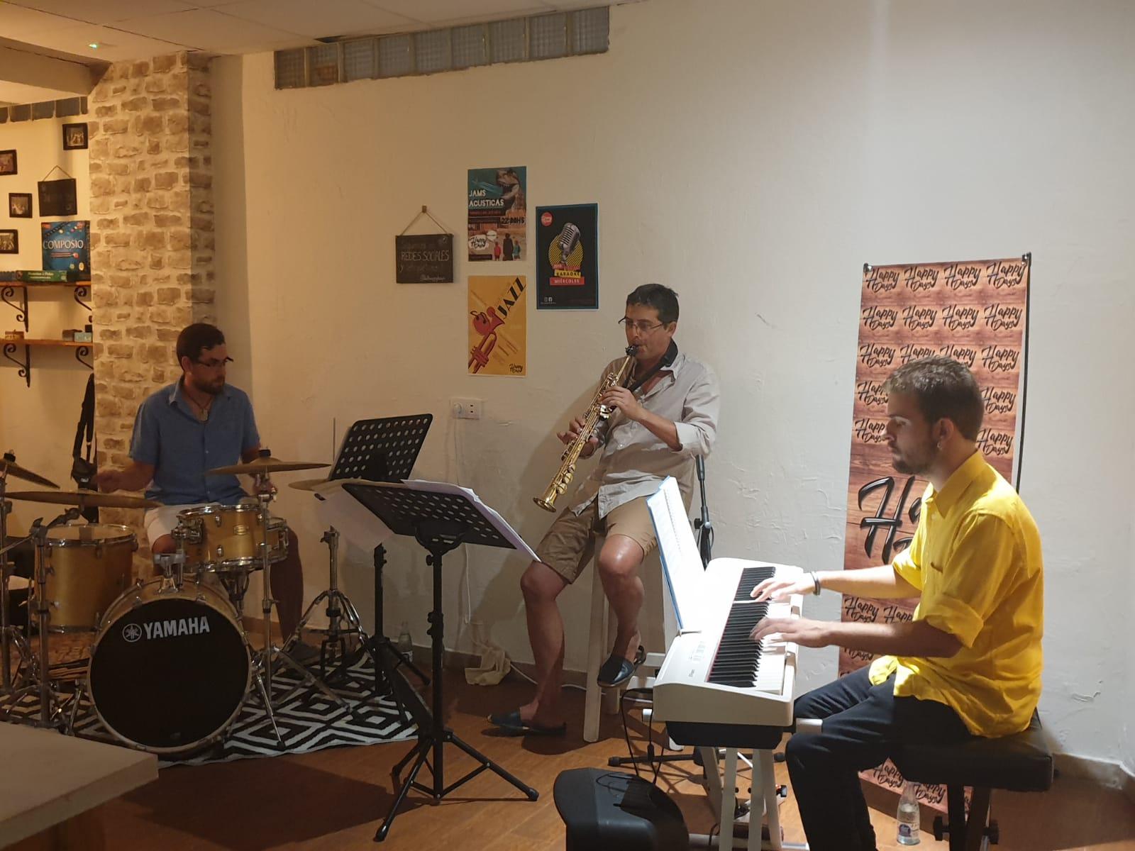 Difusión de la música de jazz mediante conciertos y presentaciones de libros